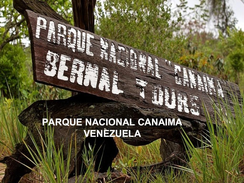 Cartel de madera del parque nacional Canaima